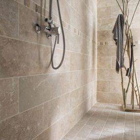 vonios-kambario-interjeras-travertinas (1)